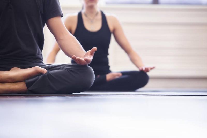 Forkæl krop og sind med yoga
