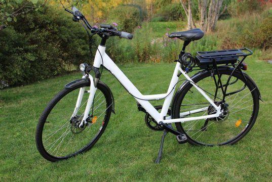 Kom i stødet med en elcykel
